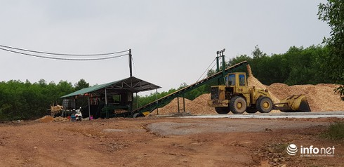 Quảng Bình: Nhà máy không phép hoạt động suốt 3 năm, xã nói không, huyện bảo có