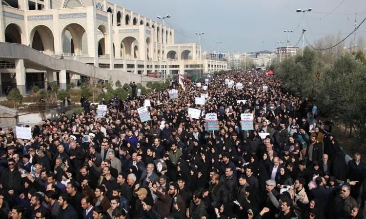 Dân Iran biểu tình chống Mỹ