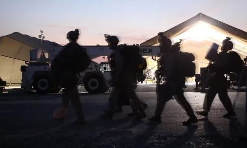 Trực thăng Mỹ đổ quân xuống sứ quán