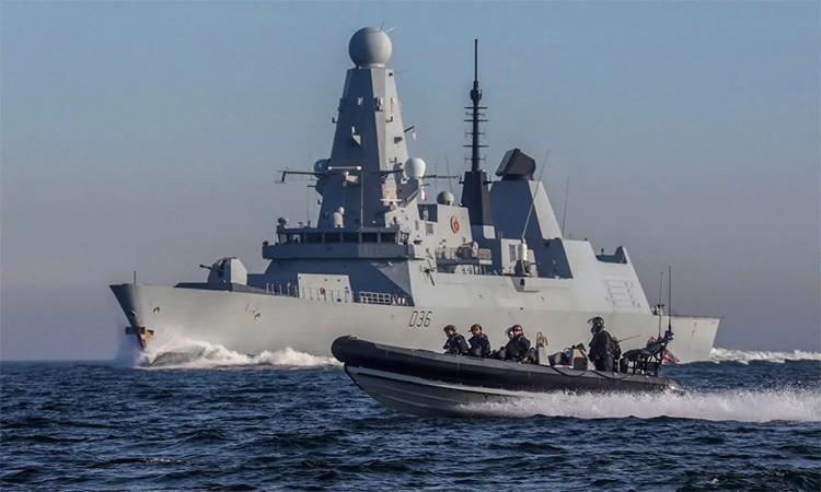 Anh đưa chiến hạm đến gần Iran
