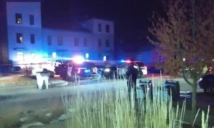 Hai thiếu niên bị bắn vì ném tuyết vào ôtô