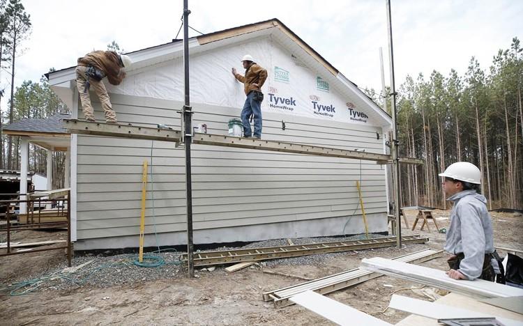 Học sinh dựng nhà bán cho người nghèo