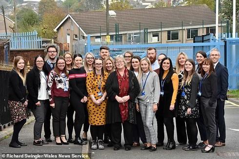 27 cựu học sinh cùng về trường cấp 3 cũ làm giáo viên, khỏi lo họp lớp vắng ai