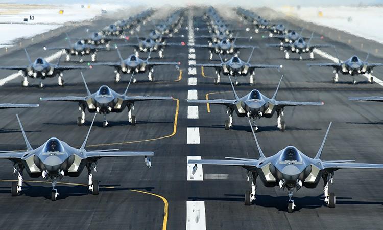 52 tiêm kích F-35 Mỹ phô diễn uy lực