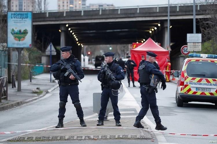 Đâm dao gần Paris, một người chết