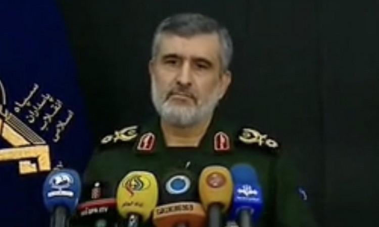 Vệ binh Iran nhầm máy bay với tên lửa hành trình