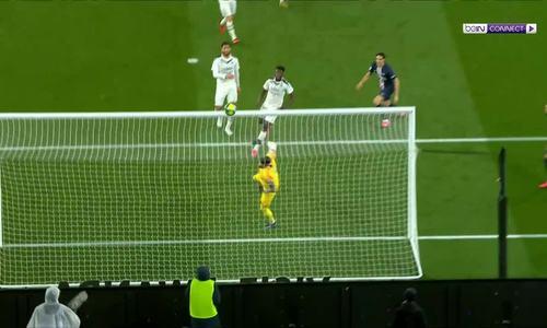 Neymar bị đuổi trong trận thắng nhọc của PSG