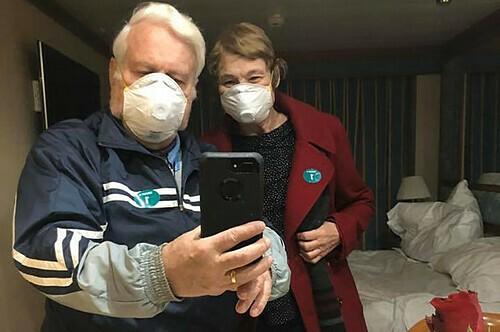 Vợ chồng chia cắt vì virus corona