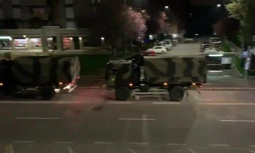 Đoàn xe quân sự Italy chở thi thể đi hỏa táng