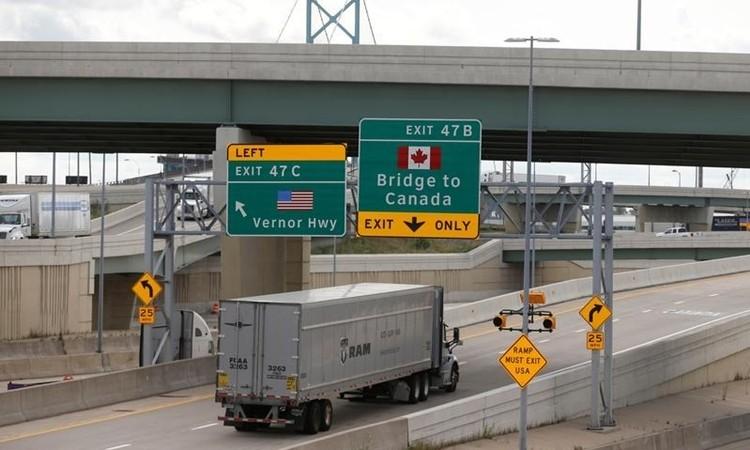 Mỹ đóng biên giới với Canada