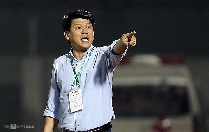 HLV Vũ Tiến Thành: 'Đua vô địch mới sợ bị đánh hội đồng'