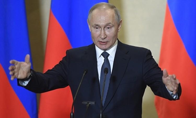 Tất cả nhân viên phục vụ Putin xét nghiệm nCoV