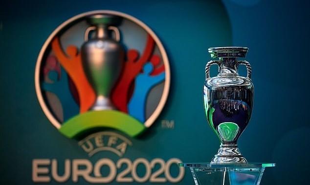 UEFA hoãn vòng chung kết Euro sang hè 2021