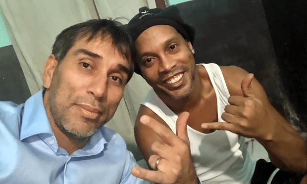 Ronaldinho phiền muộn vì tù tội